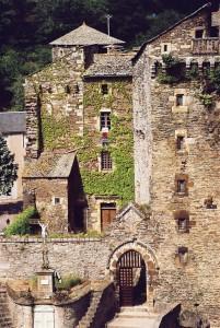 Château de Coupiac en Aveyron - l'entrée du château