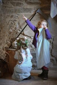Château de Coupiac en Aveyron - des enfants en visite